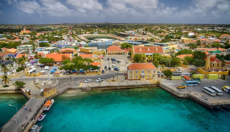 Bonaire : the Town of Kralendijk in Bonaire